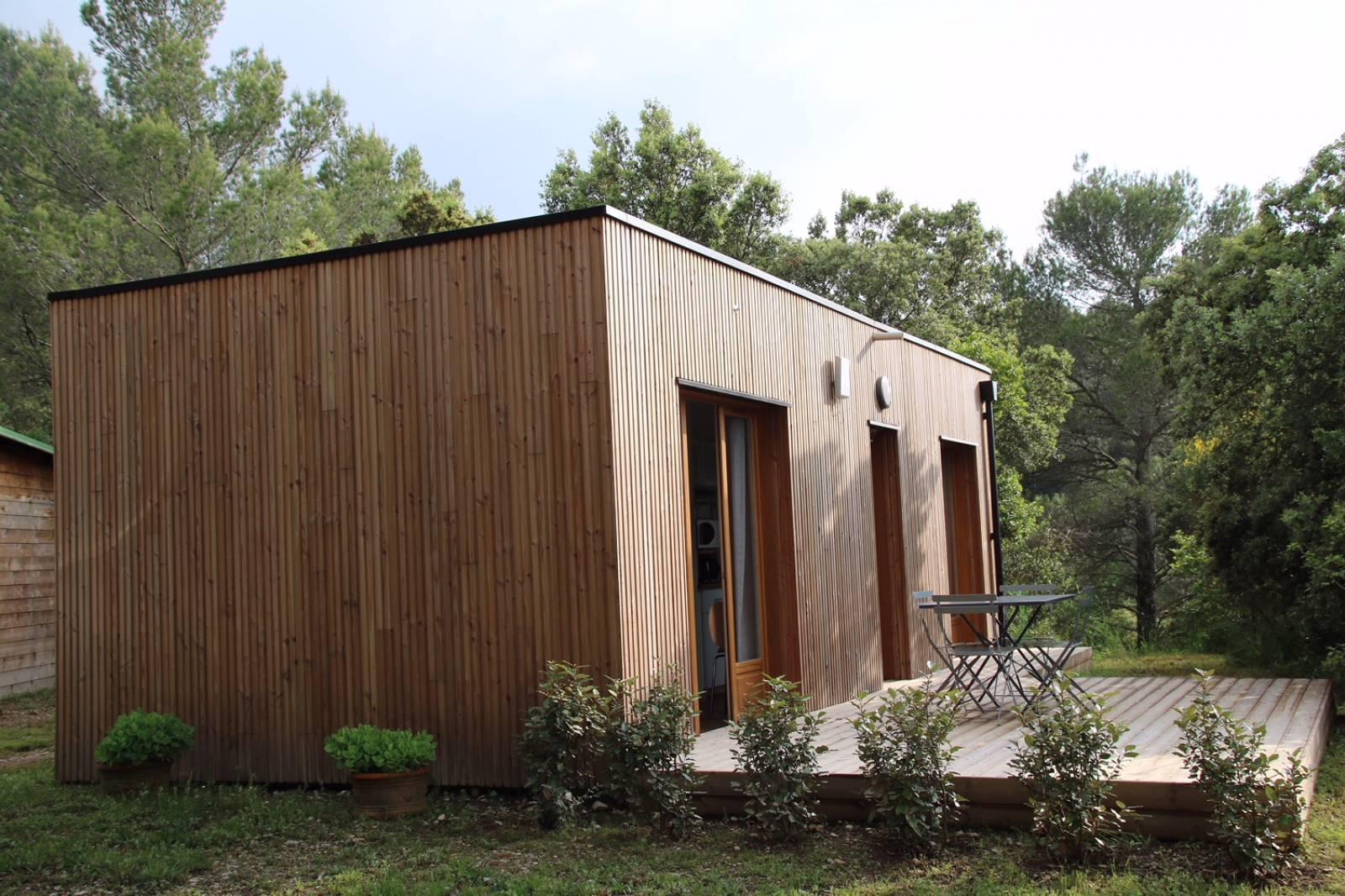 construction d 39 un studio de jardin habitable en bois a aix. Black Bedroom Furniture Sets. Home Design Ideas