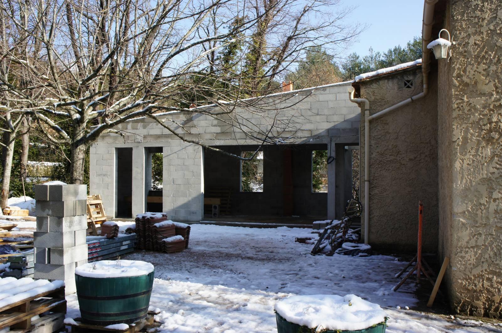 Extension Avec Patio D Une Maison Sur Un Terrain En Pente Au  ~ Surelevation Bois Aix En Provence