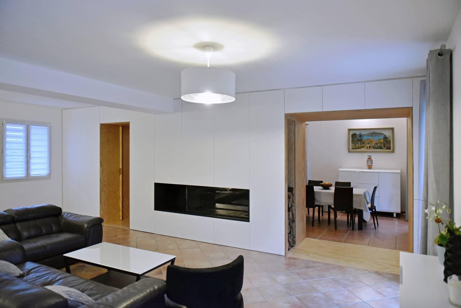 cr ation d 39 une chemin e double foyer et am nagement. Black Bedroom Furniture Sets. Home Design Ideas